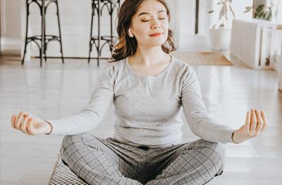 La méditation est un outil précieux pour gérer le stress qui occasionne des ballonements
